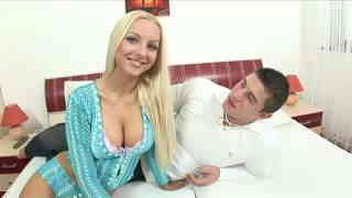 Blonde ou gros seins ? Video